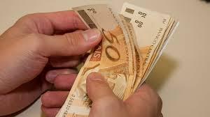 'Larga esse dinheiro!'
